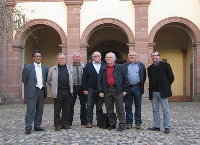 L'équipe chargée de la réalisation de la plaquette commémorative pour le 40ème anniversaire