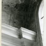 En 1974, état de conservation des enduits du bas côté sud, dû à des infiltrations. Photo B. Monnet  vue intérieure