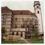 Décrépîssage des murs de la face sud du choeur: état en 1993. Photo F. Zvardon