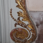 Dégradation de la dorure due à l'humidité sur une volute des confessionnaux. Photo G. Poinsot