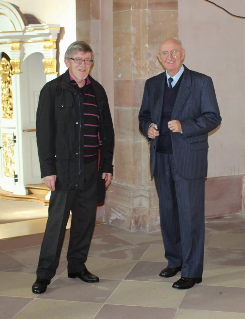 Bernard Chalté et Gaston Kern, facteur d'orgue responsable du bon entretien du Silbermann
